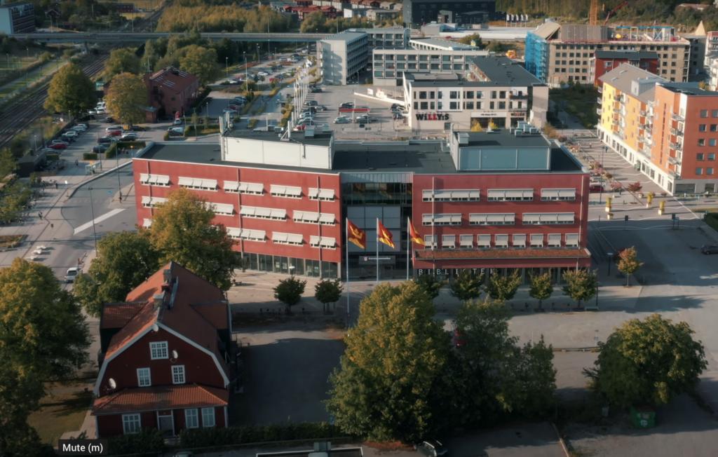Knivsta Kommunhuset och Centrum